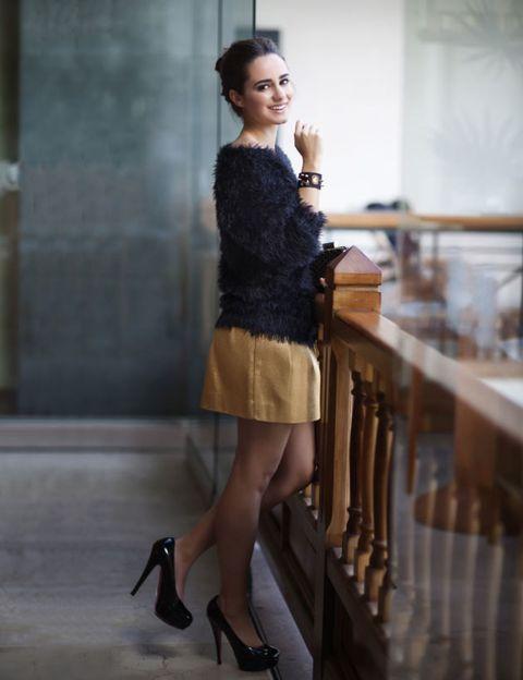Brown, Human leg, Shoulder, High heels, Joint, Style, Waist, Knee, Fashion, Beauty,