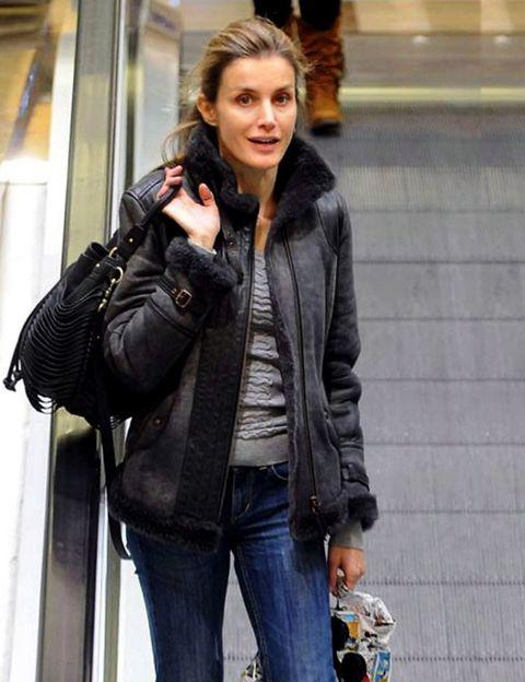 Clothing, Jacket, Trousers, Denim, Jeans, Textile, Bag, Outerwear, Style, Street fashion,