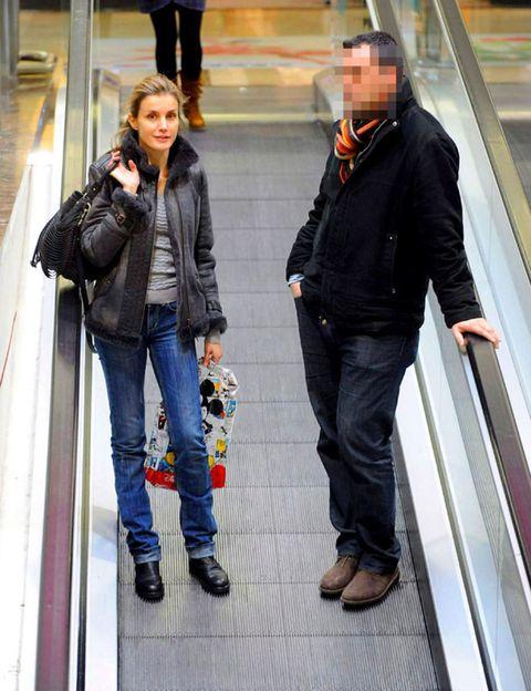Leg, Jacket, Trousers, Denim, Jeans, Coat, Textile, Outerwear, Bag, Style,