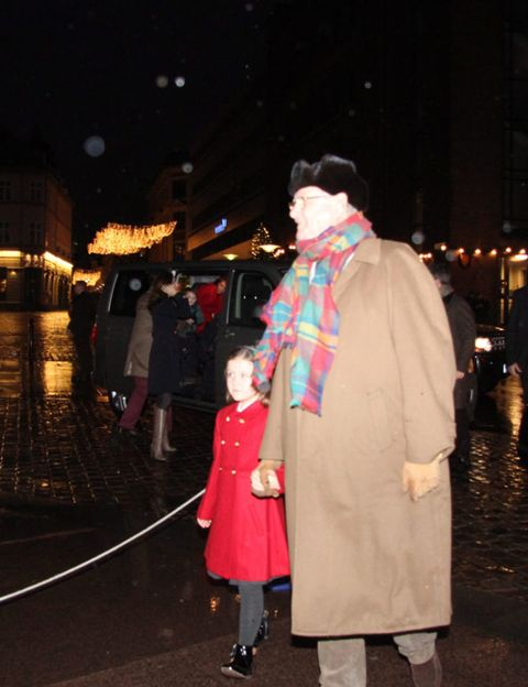 Human body, Night, Standing, Winter, Temple, Overcoat, Midnight, Street fashion, Tradition, Fur,