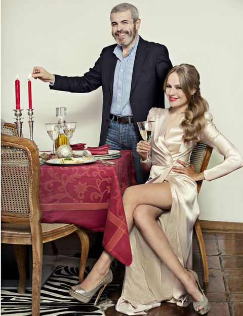 Outerwear, Sitting, Table, Tablecloth, Drink, Coat, Dress, Stemware, Drinkware, Chair,