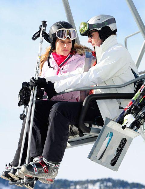 Eyewear, Goggles, Helmet, Outerwear, Personal protective equipment, Jacket, Winter sport, Glove, Adventure, Ski Equipment,