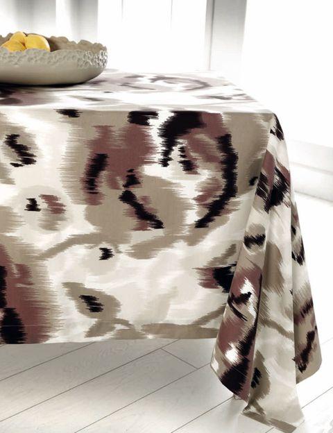 Pattern, Porcelain, Serveware, Ceramic, Bowl, Home accessories, Vase, Artifact, Interior design, Design,