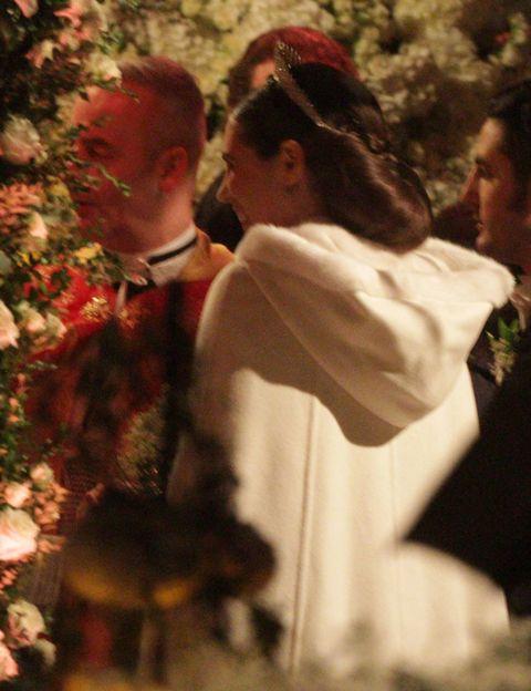 Interaction, Tradition, Love, Ceremony, Ritual, Coquelicot, Back, Gesture, Romance, Rite,