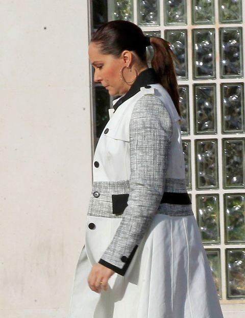 Sleeve, Textile, Collar, White, Style, Fashion, Street fashion, Blazer, Button, Pocket,