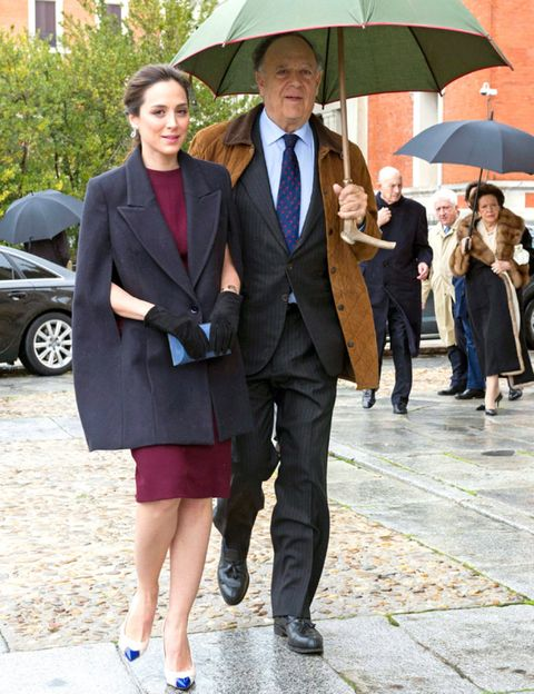 Clothing, Footwear, Leg, Coat, Umbrella, Trousers, Collar, Shirt, Outerwear, Dress shirt,