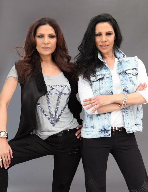 Clothing, Sleeve, Trousers, Denim, Style, Beauty, Fashion accessory, Fashion, Thigh, Pocket,