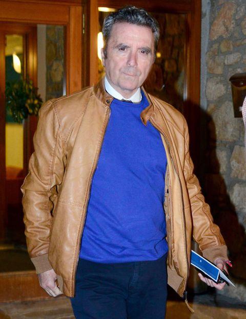 Jacket, Sleeve, Textile, Shirt, Collar, Outerwear, Style, Fashion, Tan, Electric blue,