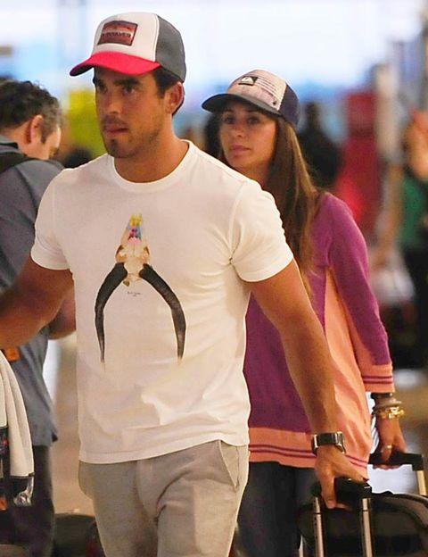 Cap, Human body, Baseball cap, Headgear, Bag, Street fashion, Cricket cap, Bird, Belt, Active shirt,