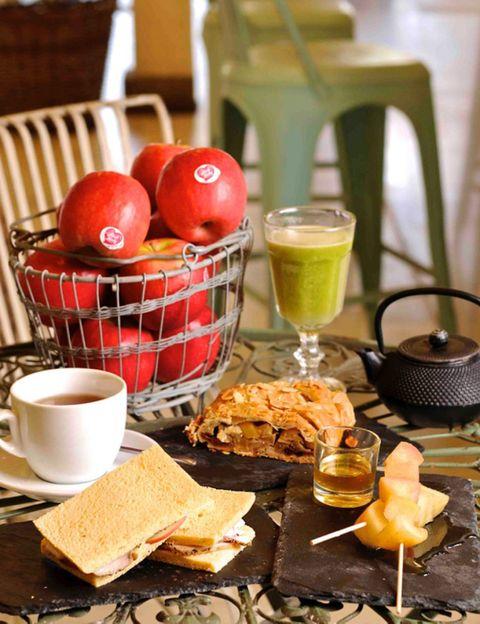 Serveware, Food, Dishware, Drinkware, Tableware, Cuisine, Finger food, Ingredient, Drink, Table,