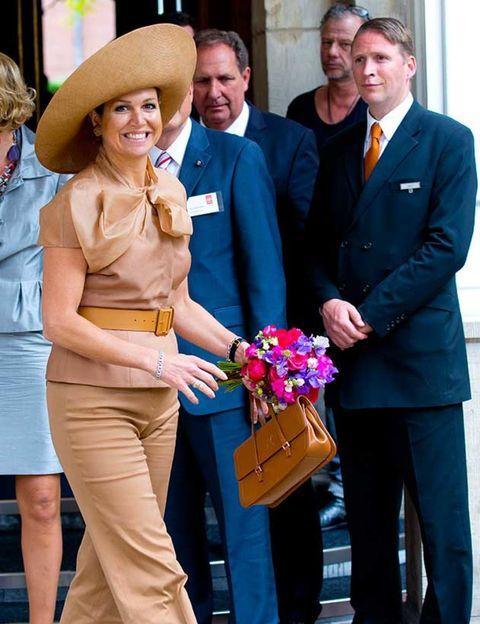 Hat, Trousers, Coat, Outerwear, Sun hat, Interaction, Fashion accessory, Suit, Fashion, Blazer,
