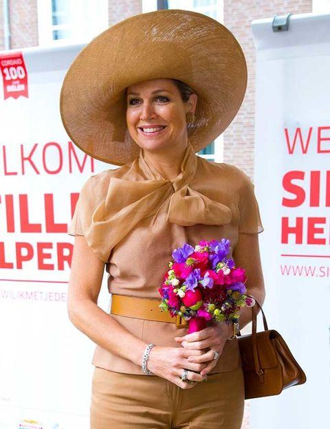 Human, Hat, Flower, Fashion accessory, Sun hat, Headgear, Costume accessory, Bouquet, Bag, Costume hat,