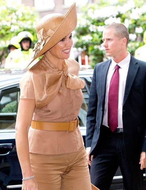 Face, Trousers, Coat, Dress shirt, Shirt, Outerwear, Suit, Suit trousers, Formal wear, Tie,