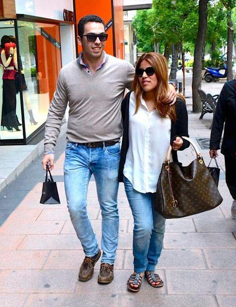Clothing, Eyewear, Footwear, Vision care, Leg, Trousers, Denim, Jeans, Textile, Sunglasses,