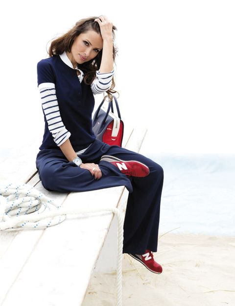 Shoe, Collar, Style, Sitting, Street fashion, Knee, Bag, Fashion, Carmine, Fashion model,