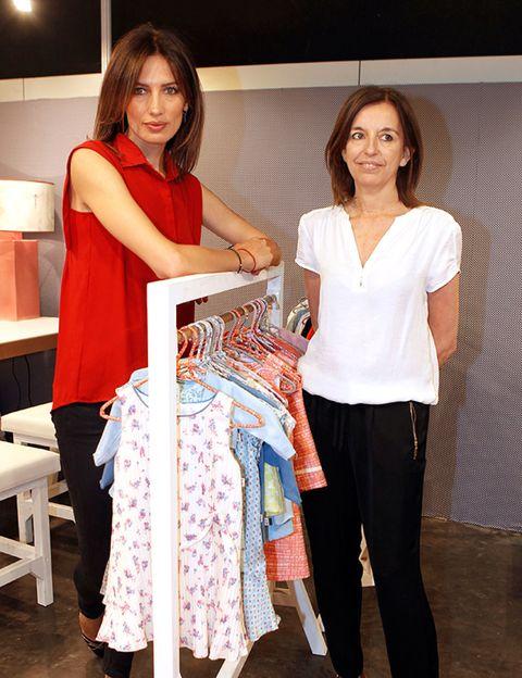 Sleeve, Waist, Suit trousers, One-piece garment, Linens, Fashion design, Stool, Tablecloth, Handbag, Pattern,
