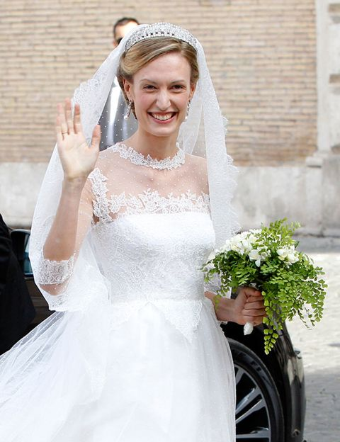 Bridal clothing, Bridal veil, Veil, Sleeve, Dress, Photograph, Bride, Wedding dress, Happy, Gown,