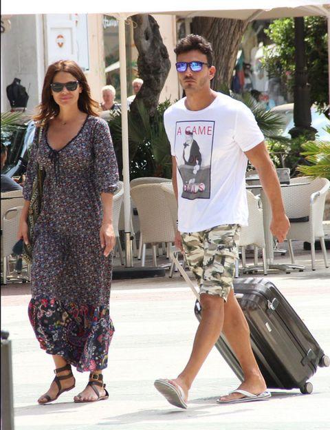 Clothing, Eyewear, Footwear, Leg, Vision care, Glasses, Trousers, Sunglasses, Shirt, Outerwear,