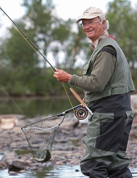 Human, Recreation, Cap, Fisherman, Outdoor recreation, Fishing, People in nature, Recreational fishing, Fishing rod, Cargo pants,