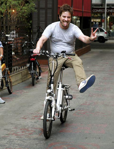 Tire, Wheel, Bicycle tire, Bicycle wheel, Bicycle frame, Bicycle wheel rim, Bicycle, Bicycle handlebar, Bicycle part, Bicycle fork,