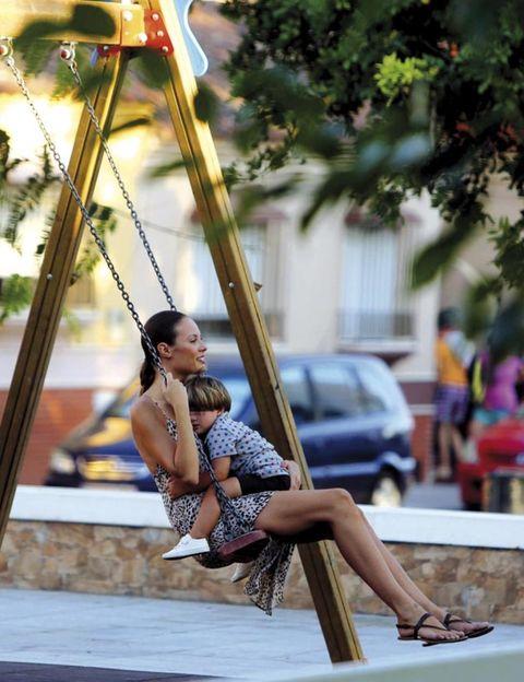 Human leg, Swing, Summer, Street fashion, Knee, Sandal, Human settlement, Calf, Snapshot, Outdoor play equipment,