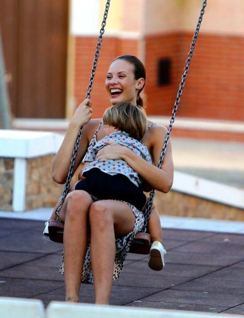 Swing, Fun, Human body, Shoulder, Public space, Recreation, Joint, Happy, Leisure, Summer,