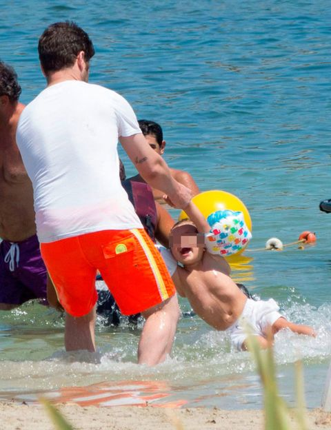 Fun, Water, Leisure, Mammal, Summer, People in nature, Interaction, Ball, Holiday, Vacation,