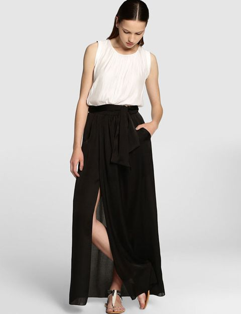 Clothing, Brown, Sleeve, Human body, Shoulder, Textile, Joint, Waist, Standing, Style,