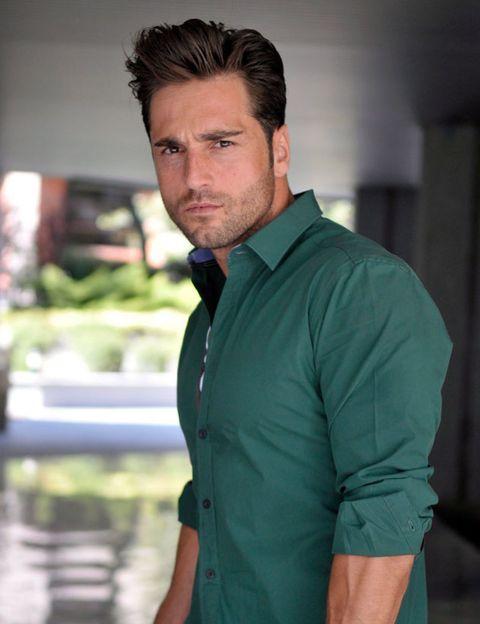 Collar, Dress shirt, Sleeve, Shoulder, Shirt, Neck, Pocket, Muscle, Chest, Button,
