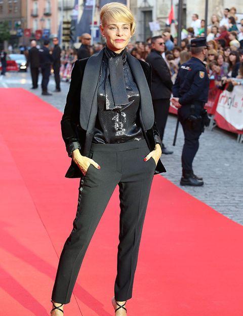 Outerwear, Red, Style, Street, Flooring, Street fashion, Carpet, Fashion, Bag, Fashion model,