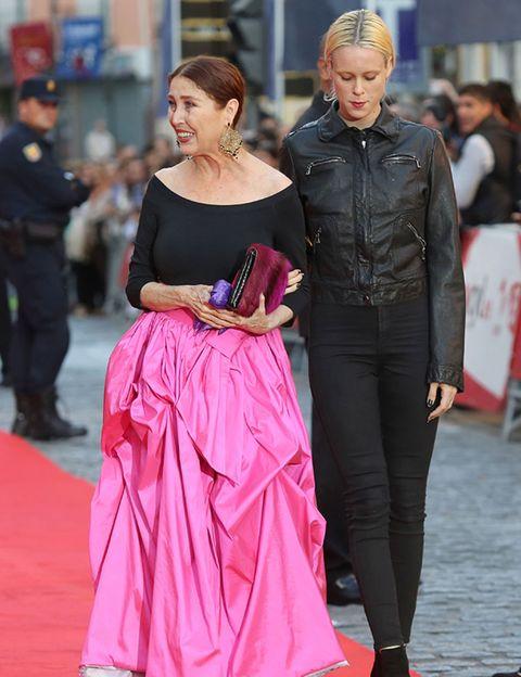 Human, Trousers, Textile, Outerwear, Dress, Pink, Style, Street fashion, Fashion, Magenta,