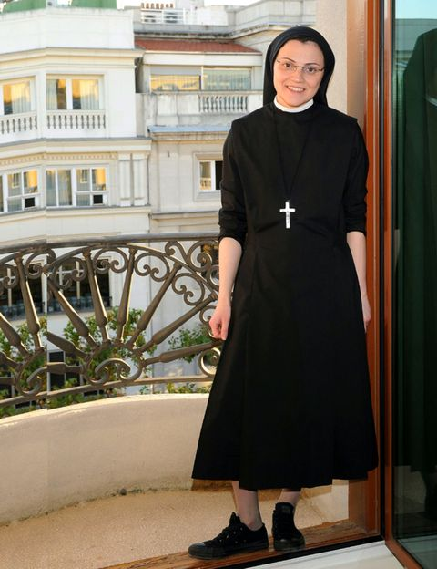 Sleeve, Shoulder, Dress, Formal wear, Fashion, One-piece garment, Street fashion, Day dress, Waist, Little black dress,