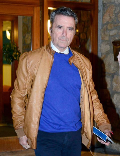 Jacket, Lighting, Sleeve, Collar, Textile, Outerwear, Style, Electric blue, Leather jacket, Tan,