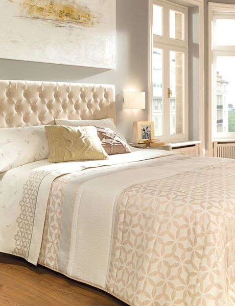 Bed, Room, Interior design, Floor, Bedding, Property, Wall, Bedroom, Textile, Bed sheet,