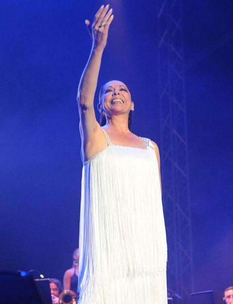 Entertainment, Performing arts, Performance, Stage, Artist, Public event, Singing, Performance art, Music venue, Singer,