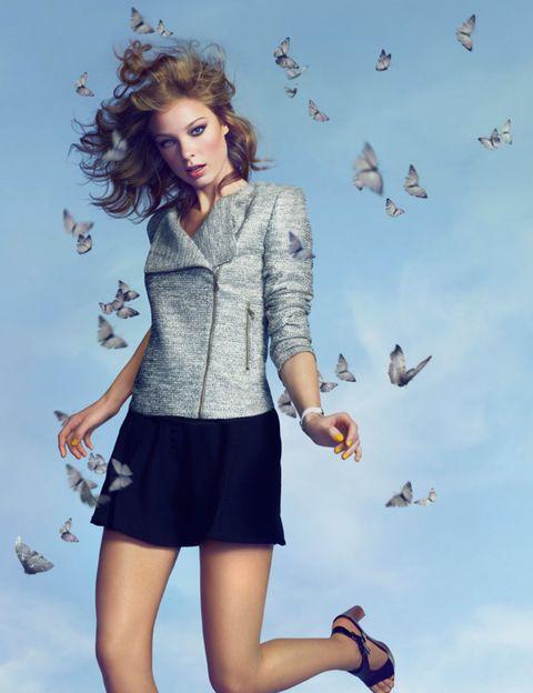 Blue, Sleeve, Human leg, Vertebrate, Flight, Bird, Collar, Wing, Style, Beauty,