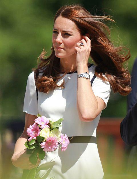 Finger, Hairstyle, Petal, Wrist, Flower, Earrings, People in nature, Fashion accessory, Beauty, Bouquet,