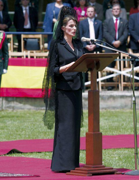 Lectern, Podium, Formal wear, Carpet, Public speaking, Government, Ceremony, Orator, Speech, Flag,