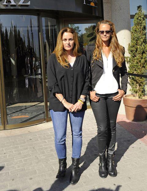 Clothing, Leg, Trousers, Textile, Outerwear, Jeans, Style, Denim, Sunglasses, Boot,
