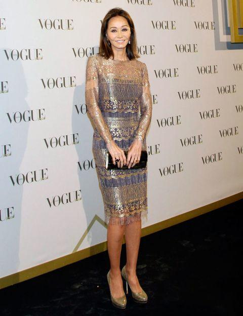Shoulder, Dress, Joint, Style, Fashion, Waist, Fashion model, One-piece garment, Day dress, Cocktail dress,