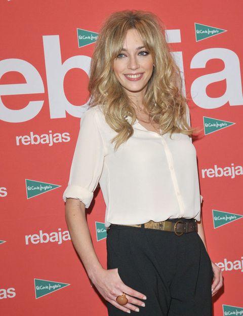 Sleeve, Style, Waist, Logo, Blond, Khaki, Brown hair, Pocket, Premiere, Beige,