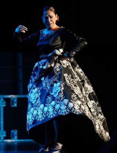 Formal wear, Performing arts, Dress, Fashion, Artist, Costume design, Performance, One-piece garment, Electric blue, Stage,