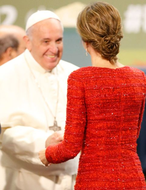 Ear, Bishop, Clergy, Priesthood, Interaction, Bishop, Presbyter, Nuncio, Vestment, Cardinal,