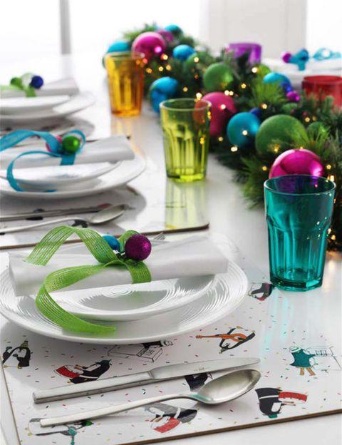 Dishware, Serveware, Kitchen utensil, Magenta, Teal, Purple, Drinkware, Turquoise, Cutlery, Plate,