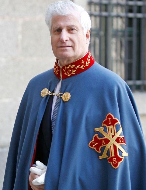 Collar, Uniform, Clergy, Tradition, Symbol, Medal, Costume, Ritual, Cloak, Cardinal,