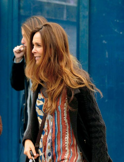 Street fashion, Long hair, Electric blue, Step cutting, Blond, Blazer, Feathered hair, Brown hair, Layered hair, Hair coloring,