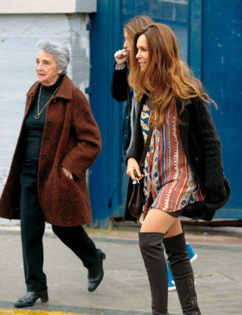 Clothing, Leg, Trousers, Human body, Coat, Winter, Textile, Outerwear, Jacket, Street fashion,