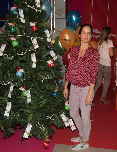 Event, Christmas decoration, Red, Interior design, Balloon, Christmas tree, Christmas ornament, Interior design, Christmas eve, Holiday,