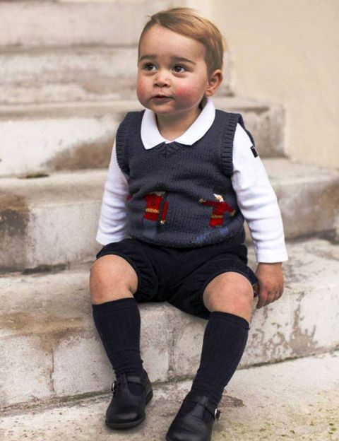 Clothing, Footwear, Sleeve, Human body, Joint, Style, Baby & toddler clothing, Child, Sitting, Shorts,