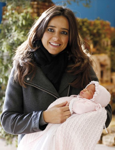 Comfort, Hand, Outerwear, Happy, People in nature, Baby & toddler clothing, Jacket, Street fashion, Baby, Brown hair,